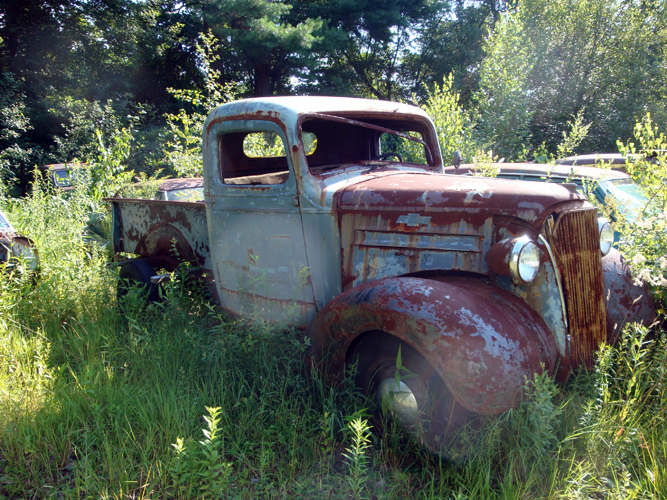 Vintage Chevy auto parts yard, vintage Chevy car parts ...